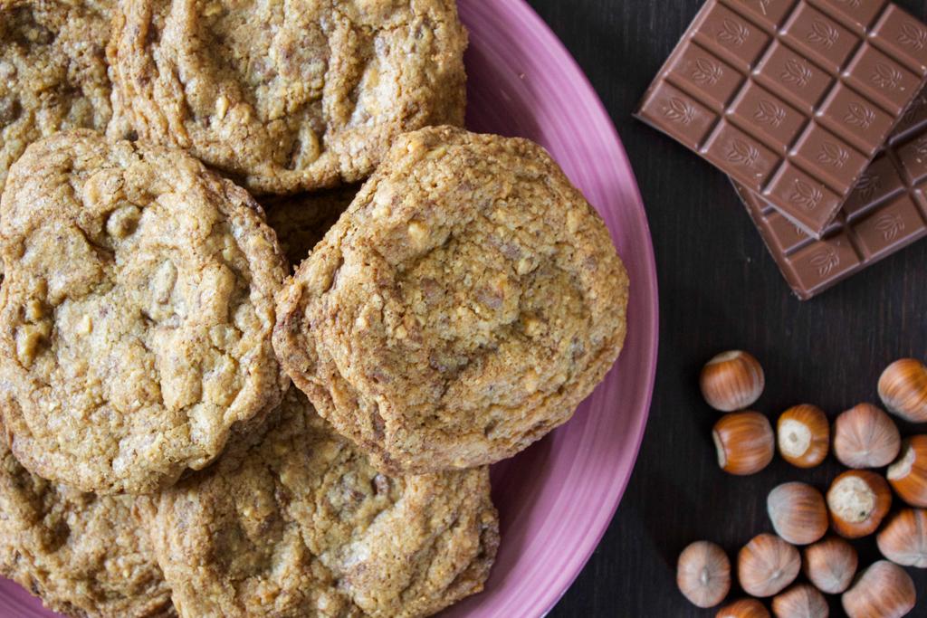 cookies_con_cioccolato_al_latte_e_nocciole